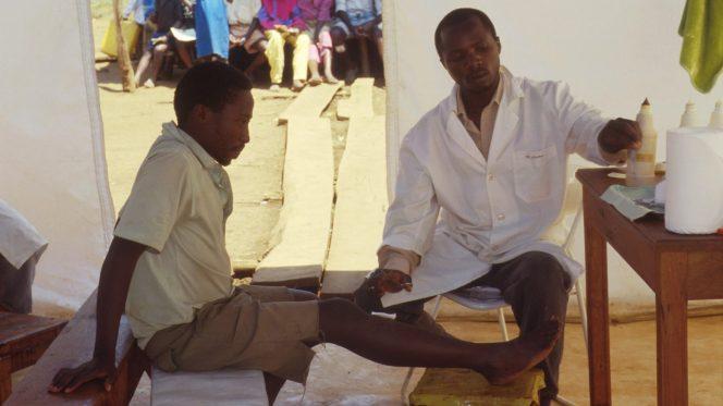 Medico in campo profughi