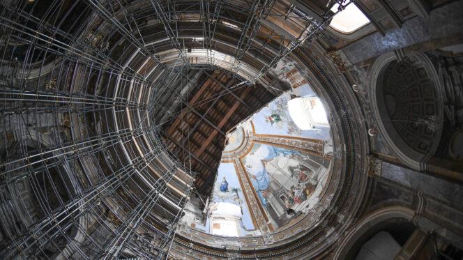 Camerino, 30 luglio 2020: centro storico, basilica, chiesa - mon